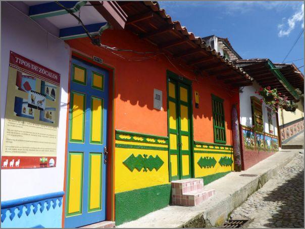 Voyage 2018 avec Nelly en Colombie : façades colorées