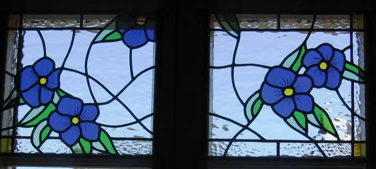 Imposte de fenêtre - petites fleurs bleues